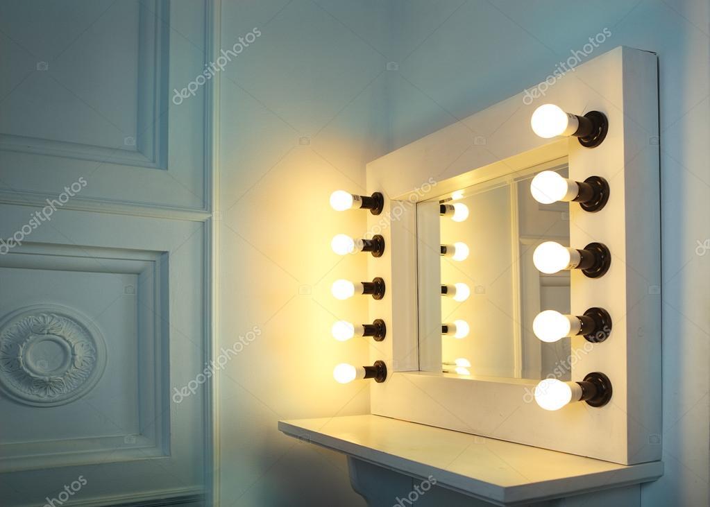 Spiegel Make Up : Spiegel mit lampen für make up u stockfoto dasha