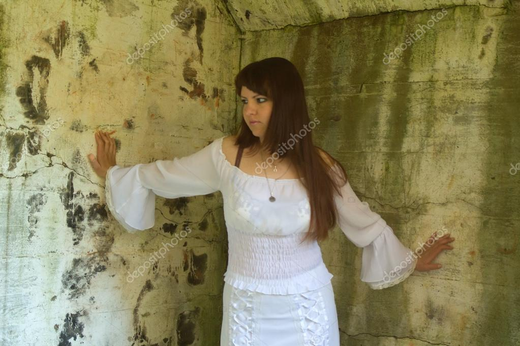 Girl in old-fashioned white dress among ruins of old manor — Stock Photo 63f7e6a8ef1