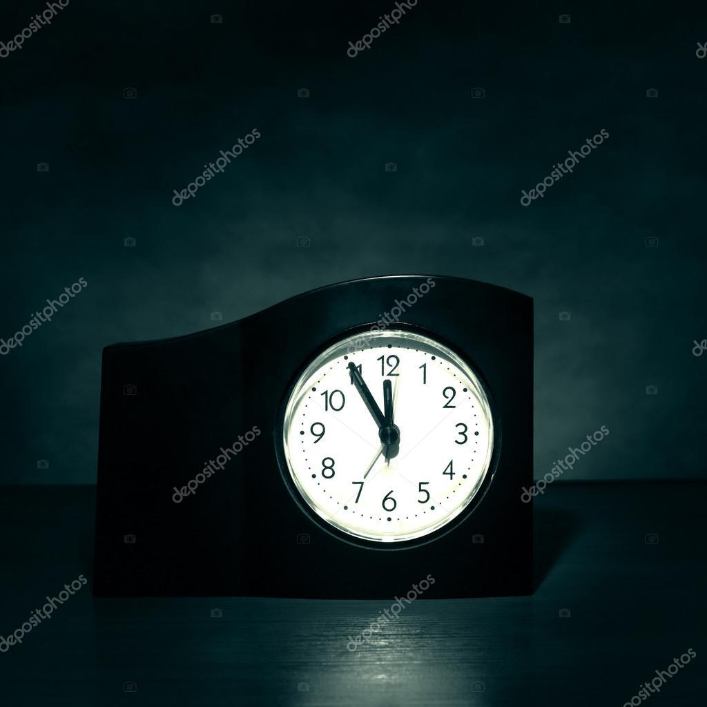 Reloj en el cuarto oscuro — Fotos de Stock © sabphoto #73028947