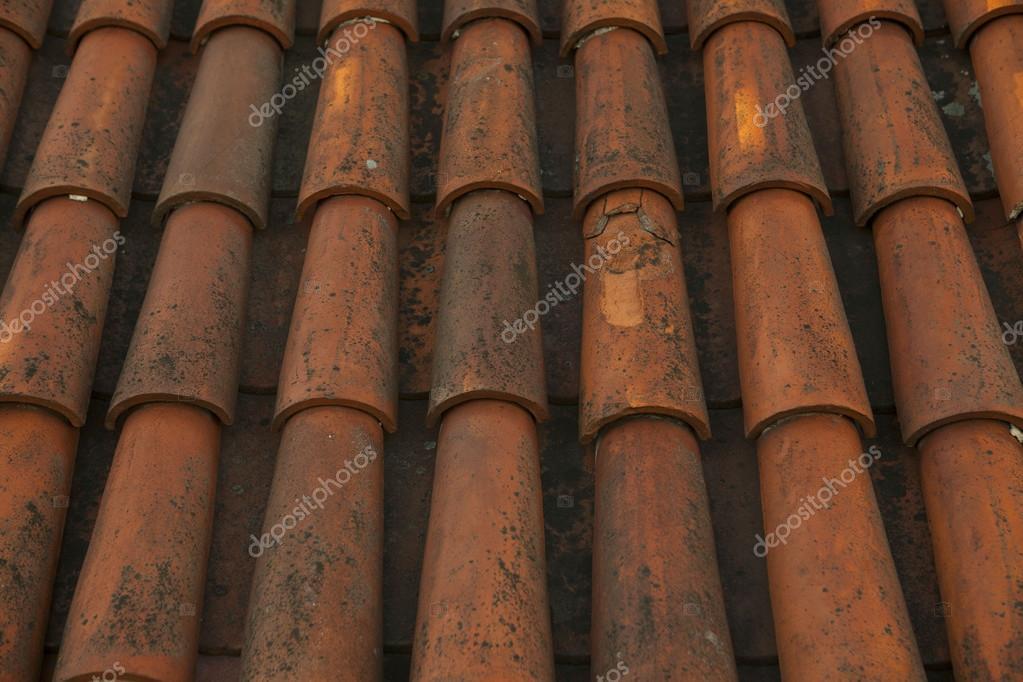 Oude rode tegel dak oud tallinn stad estland u stockfoto