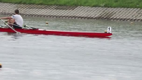 brest weißrussland - august 01. ruderwettbewerbe, august 1, 2012. brest, weißrussland, stadt ruderkanal.