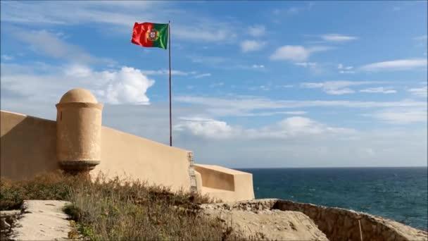 A portugál zászló alatt hajózó