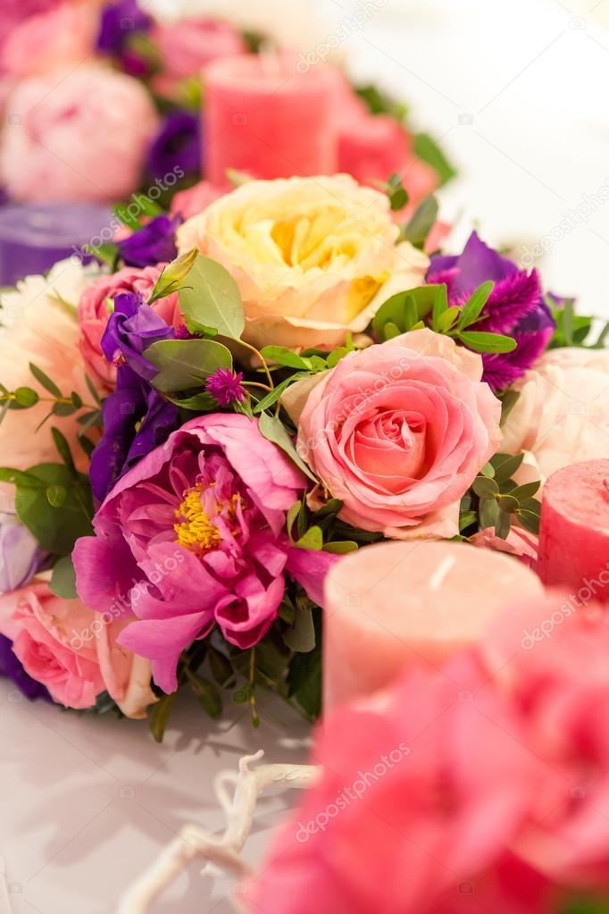 Hochzeit Tisch Dekoration Blumenstrausse Blumen Kerzen Und Gefarbten
