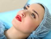 Kozmetikus, így tartós smink a női arc