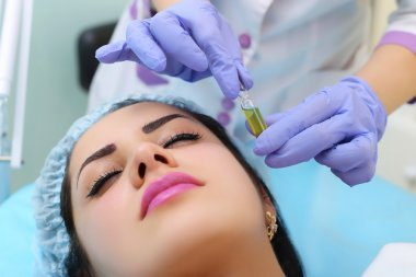 Procedure for the application of vitamin serum.