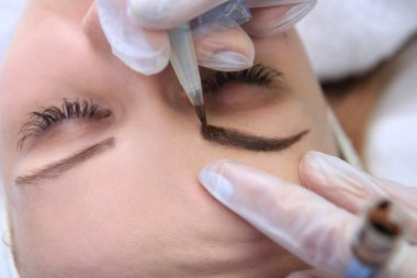 permanent make up on eyebrows