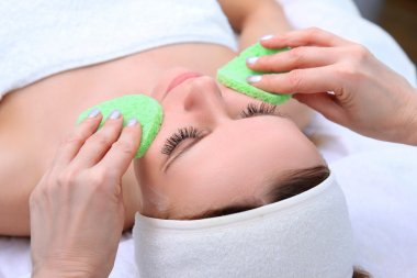 Cleansing peeling at the beauty salon.