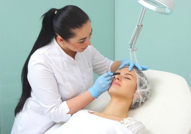 Preparation of the patient's face to a cosmetic procedure.