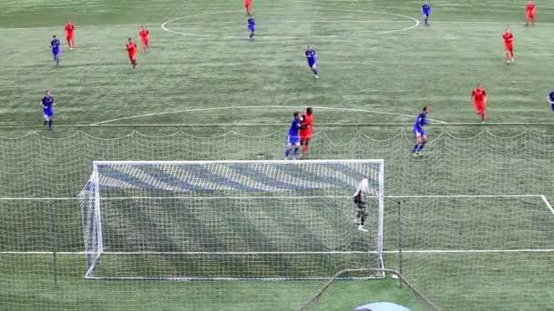 Čeljabinsk, Rusko - 21. září 2016: Fotbalový tým vstřelí gól soupeře