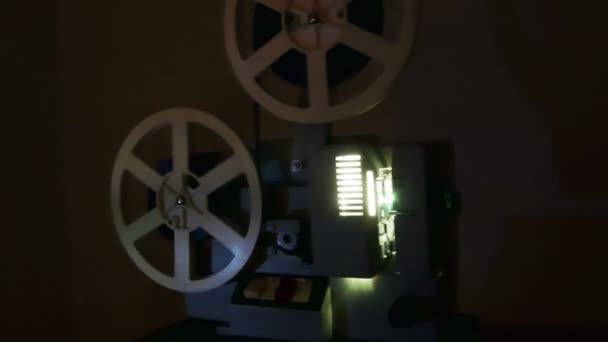 Alten Filmprojektor. Countdown mit Greenscreen-Übergang