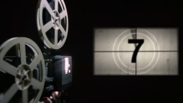 alter Filmprojektor. Countdown mit Green-Screen-Umstellung