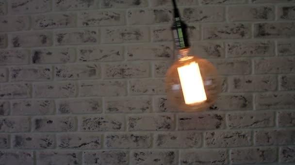 Vintage lampa Loft houpání na cihlovou zeď