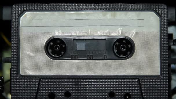 nastro a cassetta audio vintage con unetichetta vuota