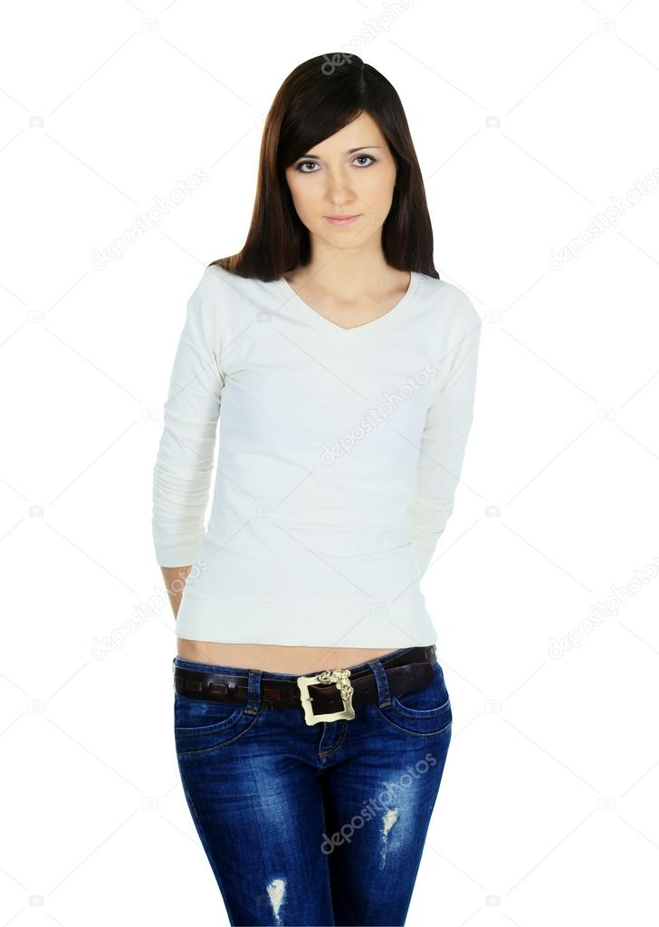 dd4a13aae5 Mujer joven en pantalones de mezclilla y blusa posando sobre fondo blanco —  Fotos de Stock