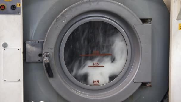 Gumárenský průmysl - wash stroj v továrně