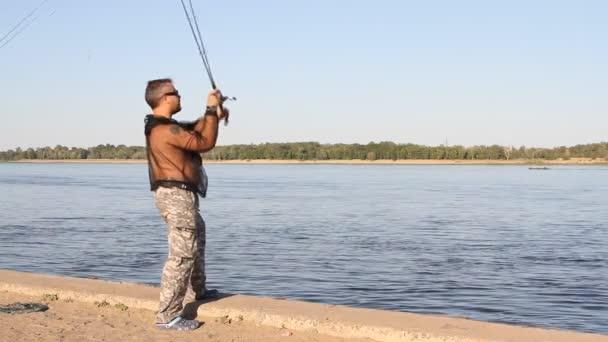 Az ember a folyó halászat