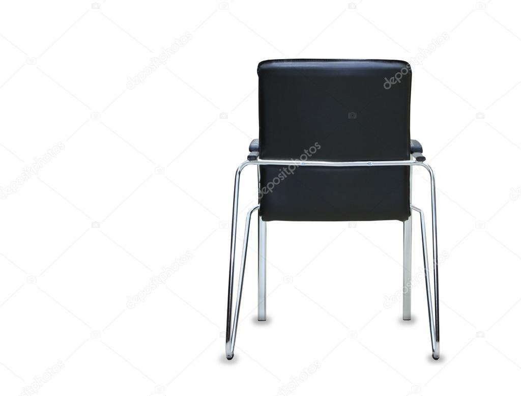 Vue arrière de la chaise de bureau moderne de cuir noir isolé