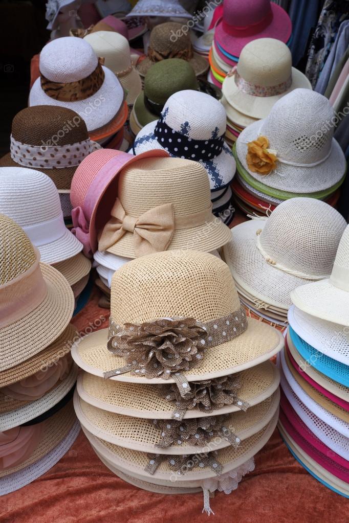 629b61b4ea3cf Decoración de sombreros de señoras para la venta — Fotos de Stock ...