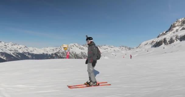 Následující snímek lyžaře