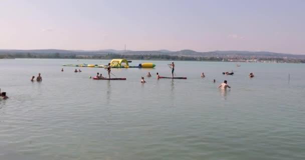 A Balaton partján nyaralók