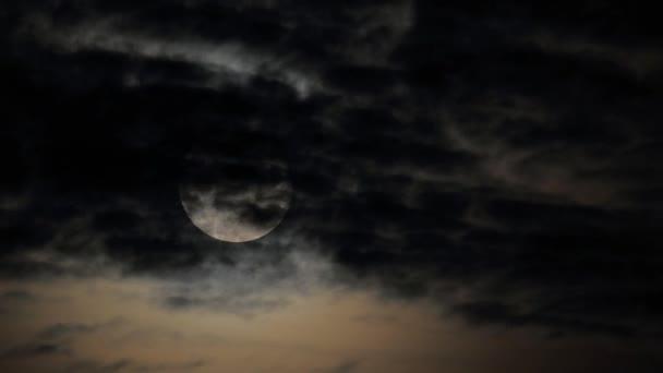 Měsíc mraky časová prodleva