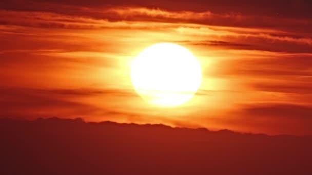 západ slunce s mraky