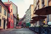 alte mittelalterliche Straße in Riga, Lettland. Retro gestylt.