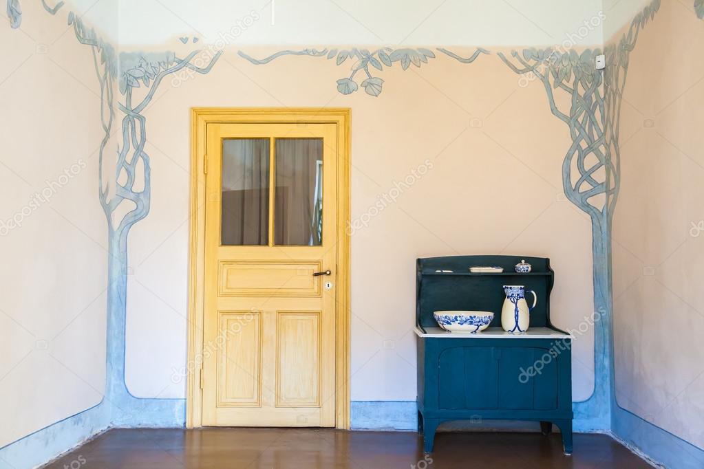 https://st2.depositphotos.com/1001651/10779/i/950/depositphotos_107798438-stockafbeelding-interieur-in-appartement-van-kunstenaar.jpg