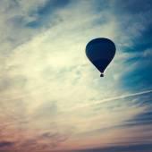 Fotografie Silhouette der Heißluftballon bei Sonnenuntergang