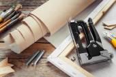 Umělec plátno v roll, plátno nosítka, sešívačku a paintbru