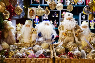 Santa Claus dolls and glass