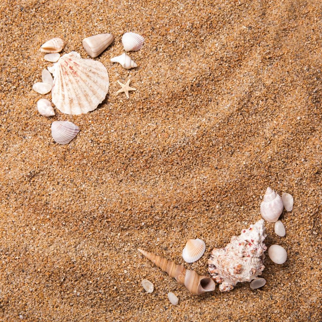 marco de varios proyectiles en la arena — Fotos de Stock © artjazz ...