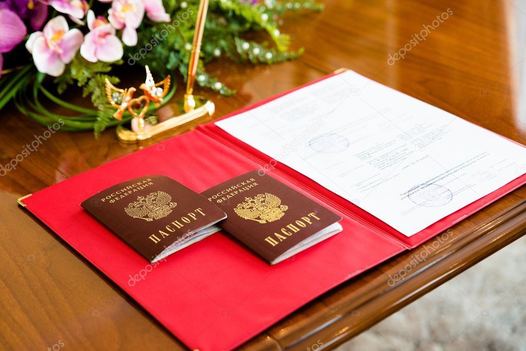 Russische Pässe in der Registratur — Stockfoto © pzRomashka #68514643