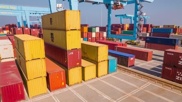 Trabajo de la gr a en el puerto de haifa v deo de stock slidezero 71415647 - Trabajo en el puerto ...