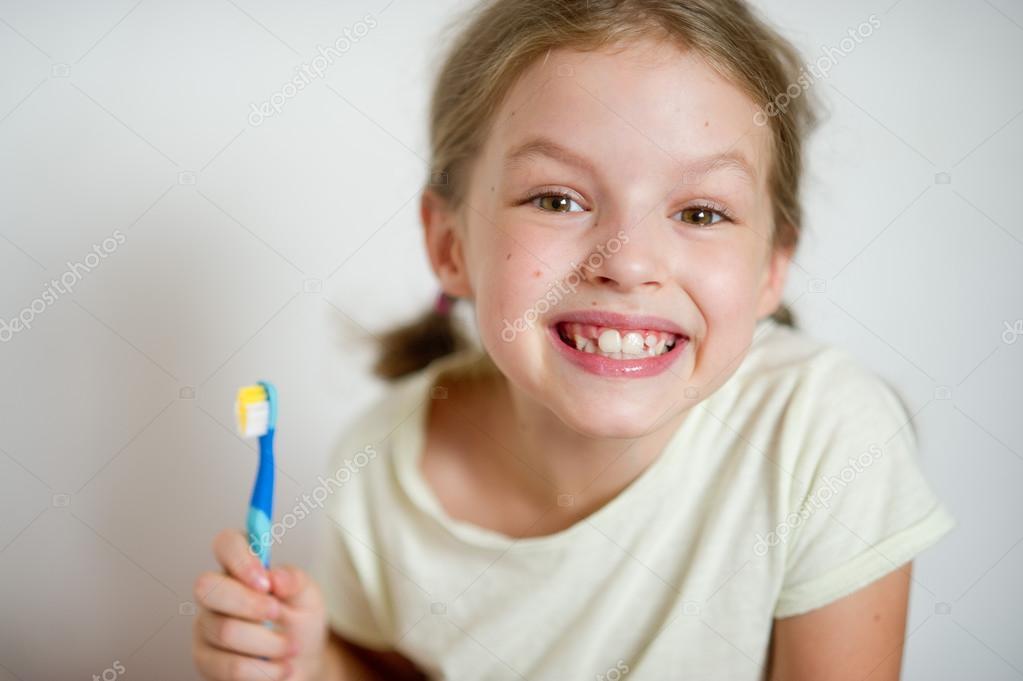 Косички как у девочки, зубы как у бабушки: Мадонна шокировала поклонников неопрятным образом и полнотой картинки