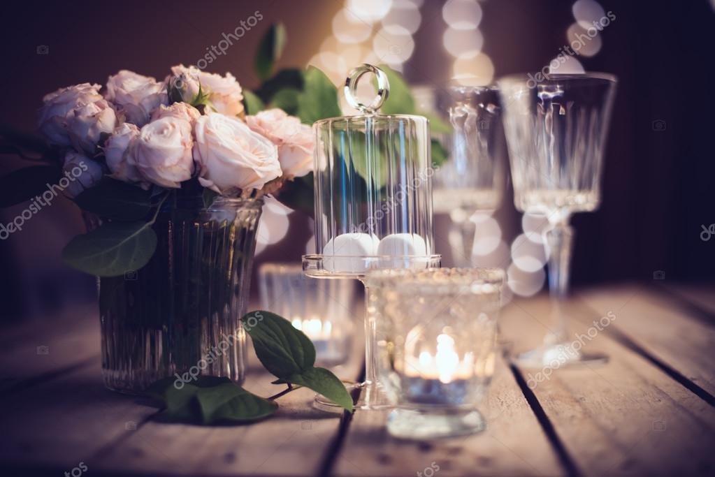 Elegante vintage bruiloft tafeldecoratie met rozen en for Tafeldecoratie bruiloft