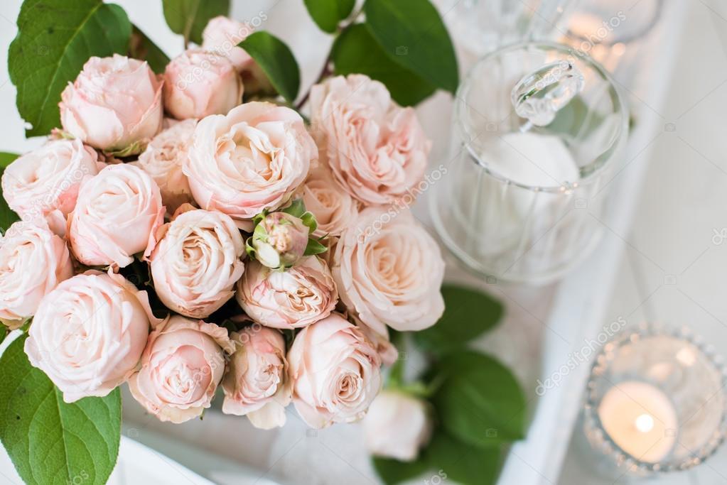 Vintage Hochzeit Tischdekoration Mit Rosen Kerzen Besteck Ein
