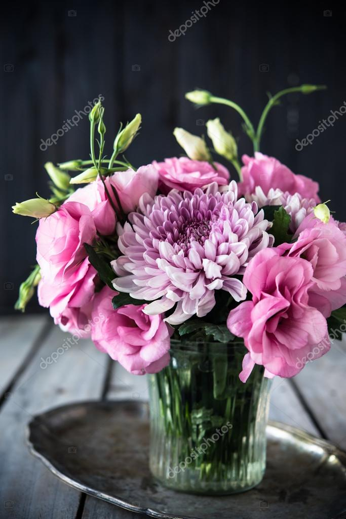 Bouquet Of Pink Flowers In Vase Vintage Decor Stockfoto Manera