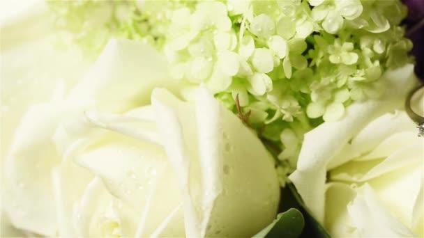 virágok esküvői Jegygyűrűk