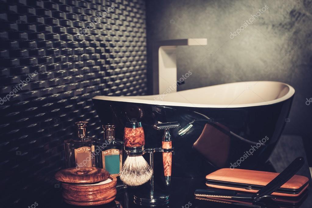 Gentlemen\'s Zubehör im Badezimmer Interieur — Stockfoto © nejron ...