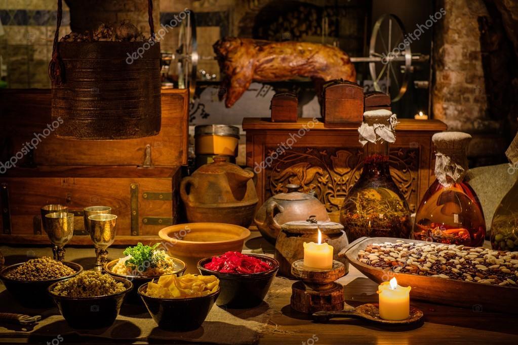 Mesa de cozinha antiga medieval fotografias de stock - Mesas de cocina antiguas ...