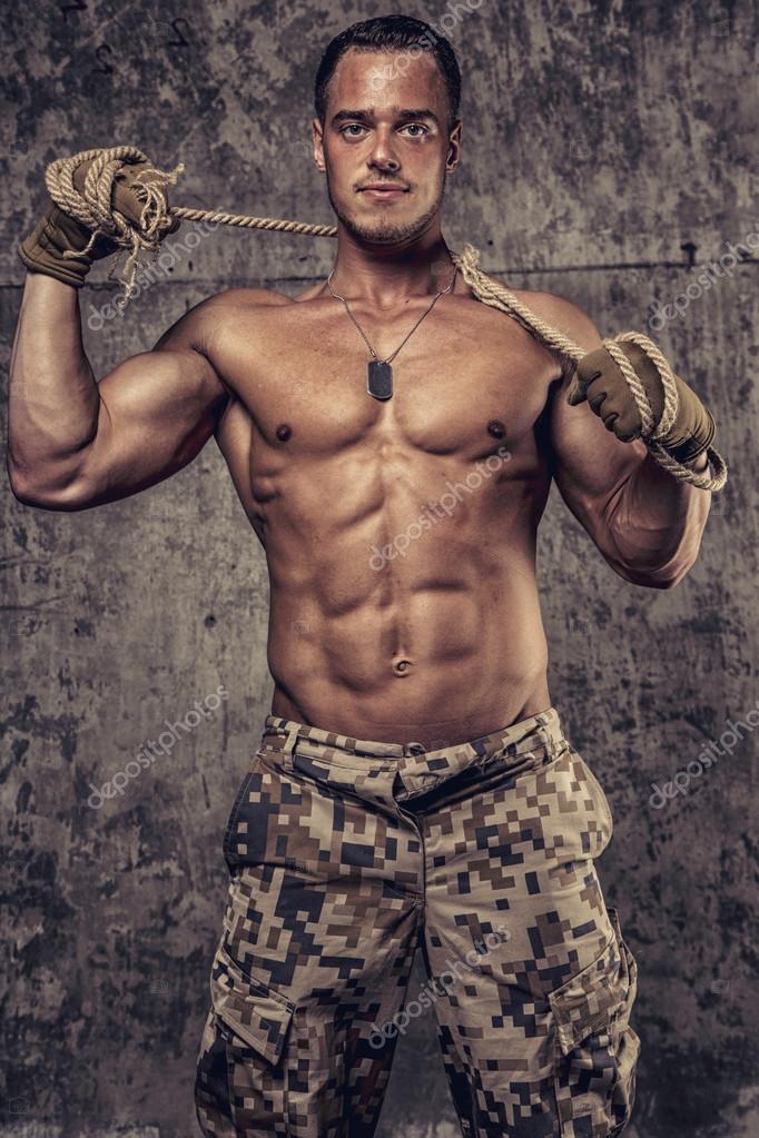 Militara man nakna bilder