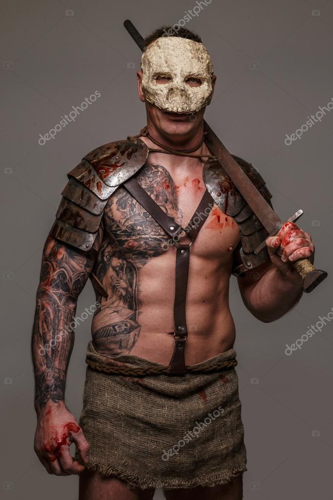 Muskularny Gladiator W Czaszki Maska Zdjęcie Stockowe Fxquadro