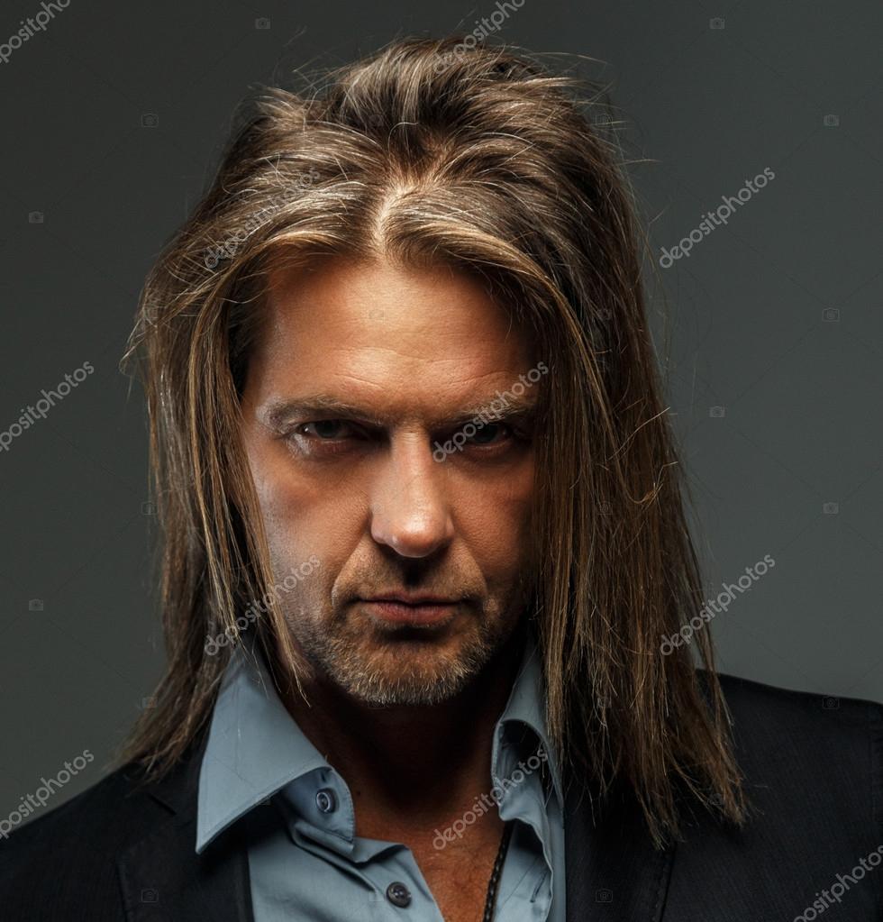 Fotos Pelo Largo Hombre Retrato De Hombre De Pelo Largo Elegante - Hombre-con-pelo-largo