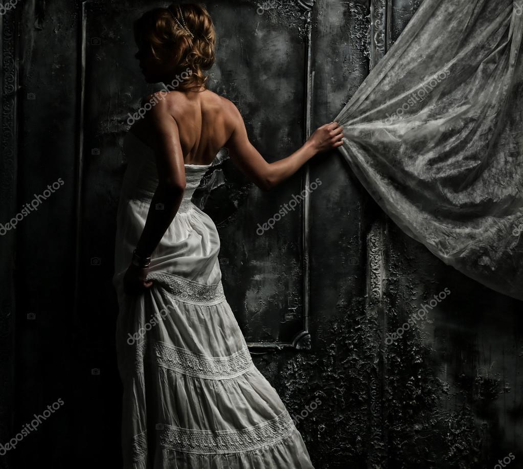 Hermosa Mujer Vestida De Blanco Foto De Stock Fxquadro