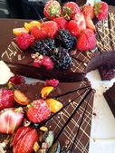 Früchte in Schokolade Kuchen