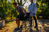 Fotografie Junger Mann im Rollstuhl.