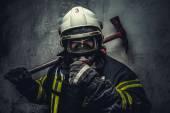 Fotografie Zachránit hasič v bezpečná helma