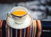 Šálek čaje s čajem.