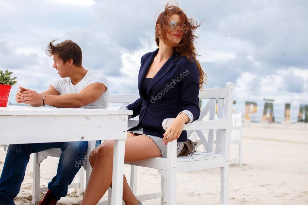 Два парня и женщина рыжая, смотреть онлайн знаменитое порно